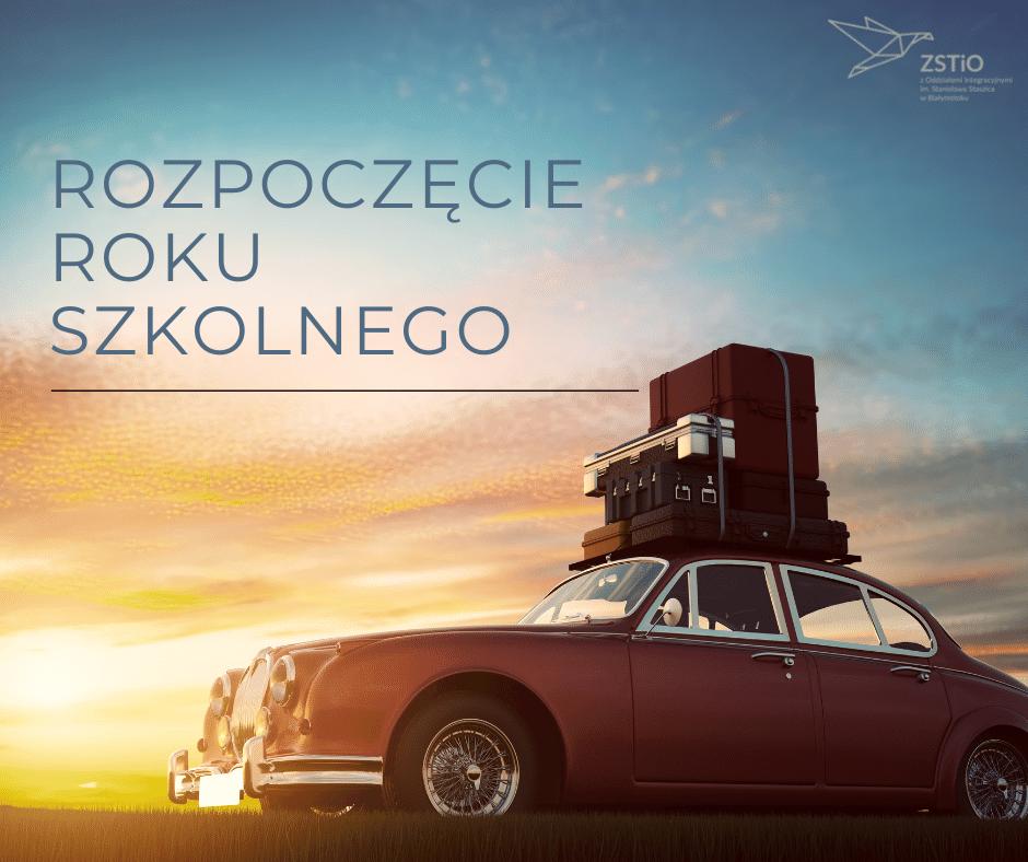 stare auto z walizkami na dachu, w tle zachód słońca